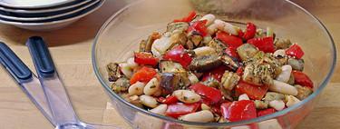 Ensalada templada de alubias blancas con hortalizas asadas: receta fácil perfecta para llevar en táper