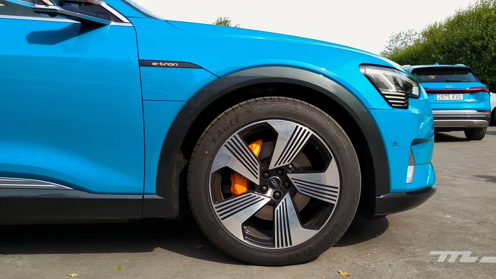 Foto de Audi e-tron (8/111)