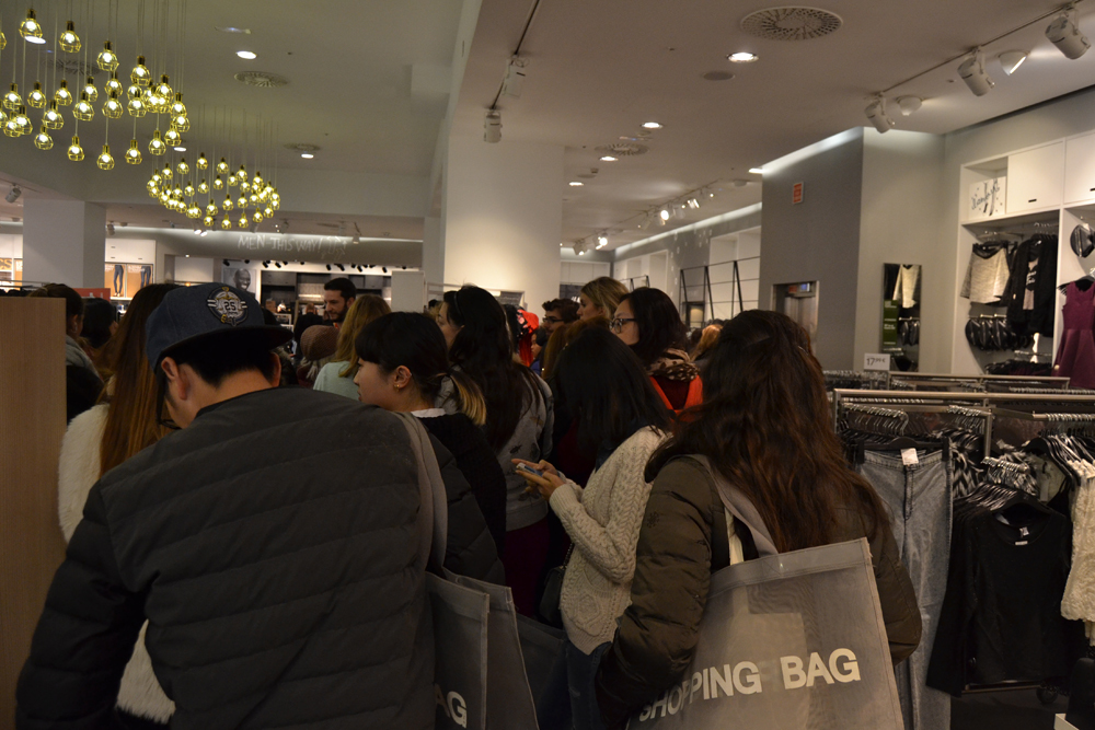 Foto de Alexander Wang x H&M, la colección llega a tienda (Madrid, Gran Vía) (9/27)