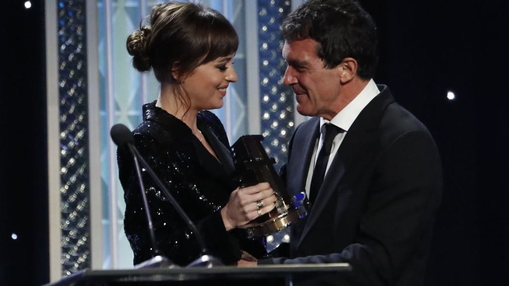 Antonio Banderas triumphs as best actor at the Hollywood Film Awards for 'Pain and Glory'