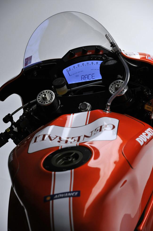 Foto de Ducati Desmosedici GP-10, presentada oficialmente (1/13)