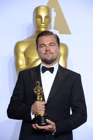 La foto que todos esperábamos de Leonardo DiCaprio y todos los hombres que posaron en los Oscar 2016