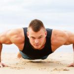 Tres rutinas de menos de 10 minutos para ponerte en forma en la playa