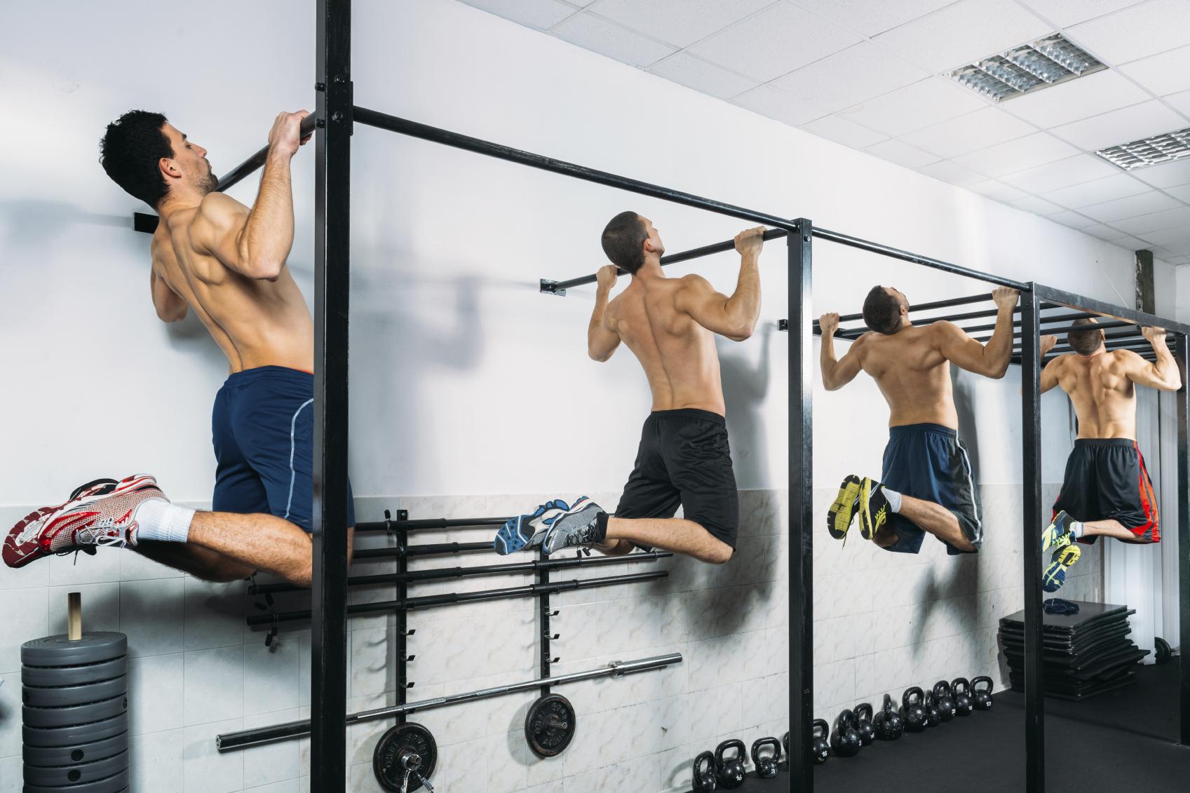 Distintas formas de asistir en las dominadas para conseguir subir - Barras de ejercicio para casa ...