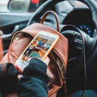 Usar el móvil al volante nos hará perder el doble de puntos: el Gobierno envía a las Cortes la reforma de la Ley sobre Tráfico