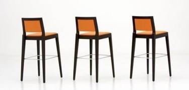 Un taburete para tu minipiso a juego con las sillas