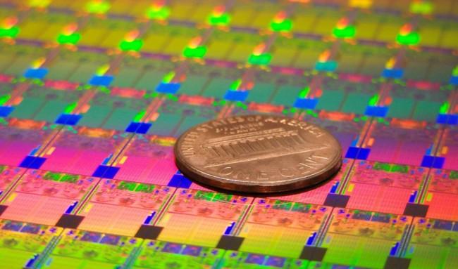 A Intel se le resiste la ley de Moore, la litografía de 10 nm se retrasa a 2017