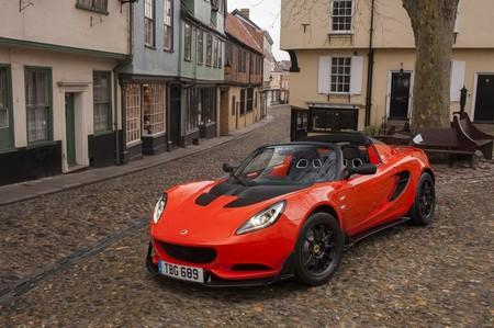 Lotus ya está planeando un segundo crossover para luchar contra los alemanes