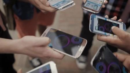 El Samsung Galaxy S4 en color marrón hace su aparición en un vídeo promocional