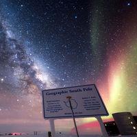 'South Pole. Night in Antarctica', un timelapse 4K que nos muestra la belleza de una aurora boreal con la Vía Láctea de fondo