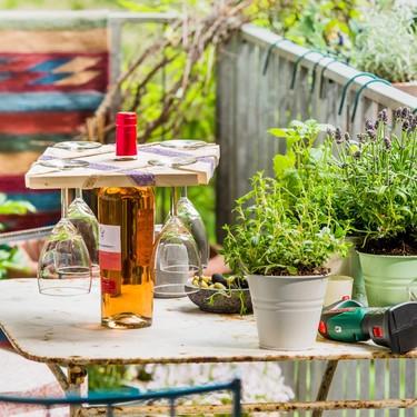 Bosch bricolaje nos enseña una nueva forma DIY para presentar el vino en la mesa