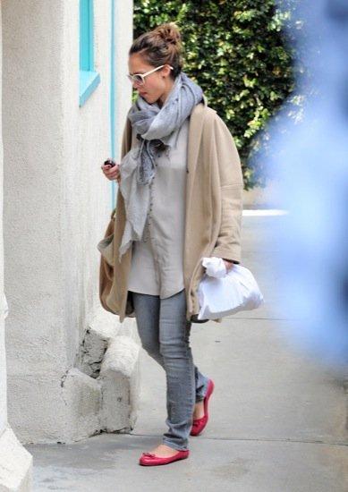 Jessica Alba oversize