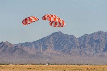 Mira este vídeo en el que se prueba los paracaídas gigantes de la nave Orion