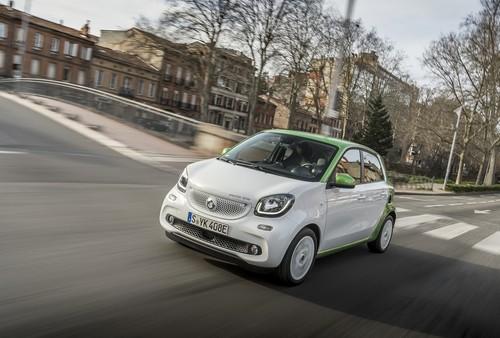Ya hemos conducido el smart forfour electric drive que DHL usará como buzón
