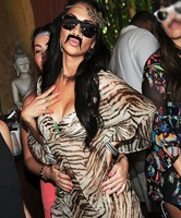 Nicole Scherzinger estará contentísima de entrar en <em>X Factor</em> pero Lewis no creo que opine igual...
