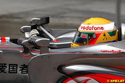 Hamilton, ¡el más rápido con cuatro retrovisores!