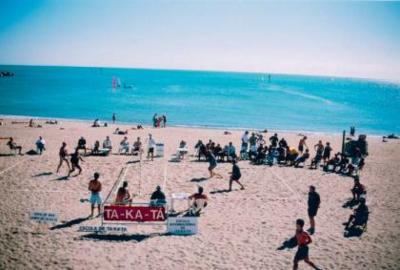 Ta-ka-tá, deporte en la playa de la Barceloneta