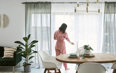 La casa, más completa, con estas bonitas y cálidas cortinas de Ikea