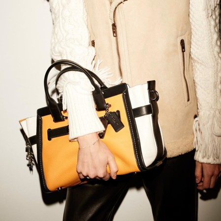 El 'it bag' de Coach protagonista de su 'fashion film' navideño