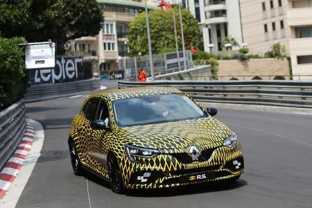 El Renault Mégane R.S. 2017 ha hecho su primera aparición en las calles de Mónaco