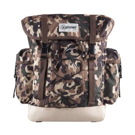 mochila marrón
