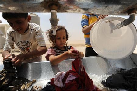 Dia del Agua niños lavando