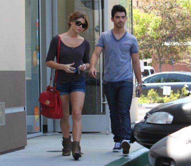 Foto de Joe Jonas y Ashley Greene, ¡aquí huele a temita! (3/3)