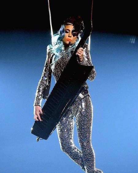 Lady Gaga y Kylie Jenner se despiden del 2018 luciendo una melena azul