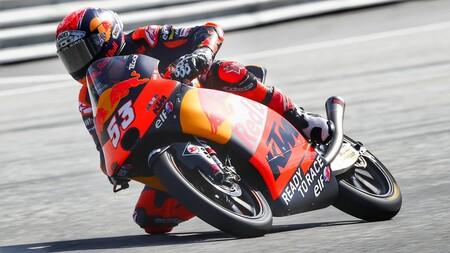 Deniz Öncü se estrena como poleman de Moto3 tras una dura caída de Sergio García; Pedro Acosta, quinto