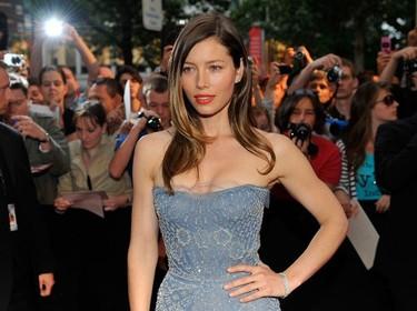 Los últimos looks de Jessica Biel: dos vestidos impresionantes y un look de calle