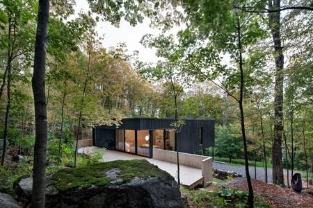 La Roche, una casa moderna y funcional en los bosques de Canadá