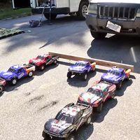 Sólo hacen falta siete coches teledirigidos para remolcar un Jeep de 1.800 kg, y este vídeo lo demuestra