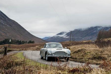 Con los gadget de James Bond de serie. Aston Martin va a fabricar 25 unidades del DB5 de 'Goldfinger'
