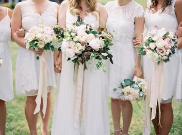 Las novias millennial pasan de vestir de blanco, pero dejan este color para sus damas de honor