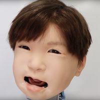 """Este inquietante robot con forma de niño nos muestra su respuesta al """"dolor"""" mientras es electrocutado por científicos japoneses"""