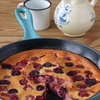 Pfannkuchen o pastel tortita de frambuesas y moras. Receta sin gluten y sin lactosa
