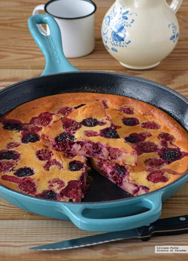 Pfannkuchen o pastel tortita de moras y frambuesas