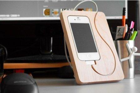 BaseStation, soporte de madera para el iPhone 4