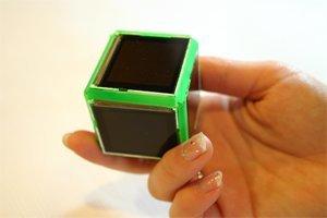 Z-agon, cubo con pantallas de vídeo