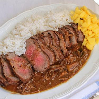 Ternera con salsa de cebolla y curry de mango, receta de asado con toque oriental