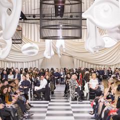 Foto 13 de 74 de la galería dior-alta-costura-maria-grazia-chiuri-y-su-magico-desfile-en-blanco-y-negro-primavera-verano-2018 en Trendencias