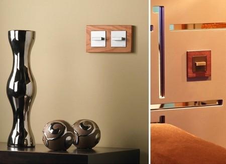 Un marco de madera como toque de elegancia para tus enchufes e interruptores
