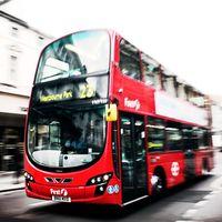 Tu próximo pedido de Amazon podría llegar en autobús porque sus entregas atascan las calles