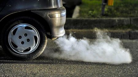Radares que detectan autos contaminando