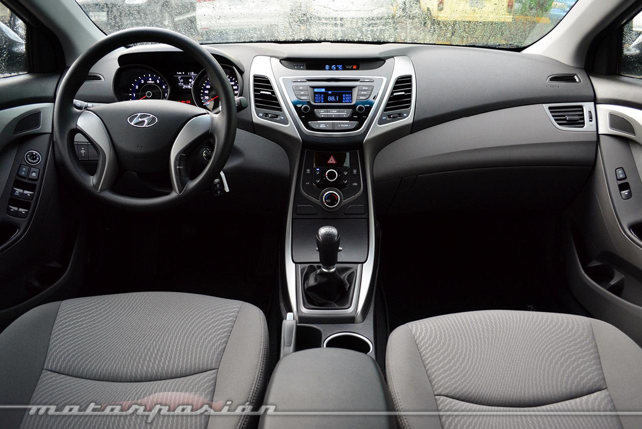 Hyundai Elantra Prueba 20 36
