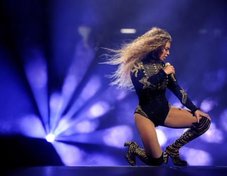 La generosidad de Beyoncé al permitir que una de sus bailarinas detuviese el show para prometerse en escena