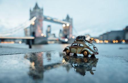 Recorriendo las maravillas de nuestro planeta en pequeños vehículos de juguete