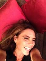 ¡Vaya novedad! Si Victoria Beckham sabe sonreír