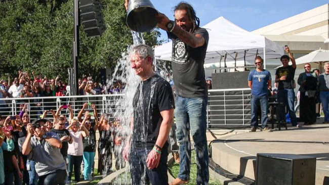 Tim Cook Ice Bucket Challenge