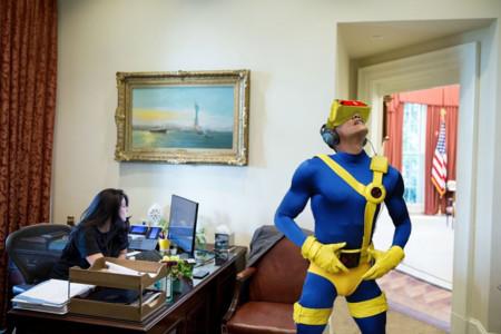 Obama sumergido en la realidad virtual es lo que los trolls estaban pidiendo a gritos